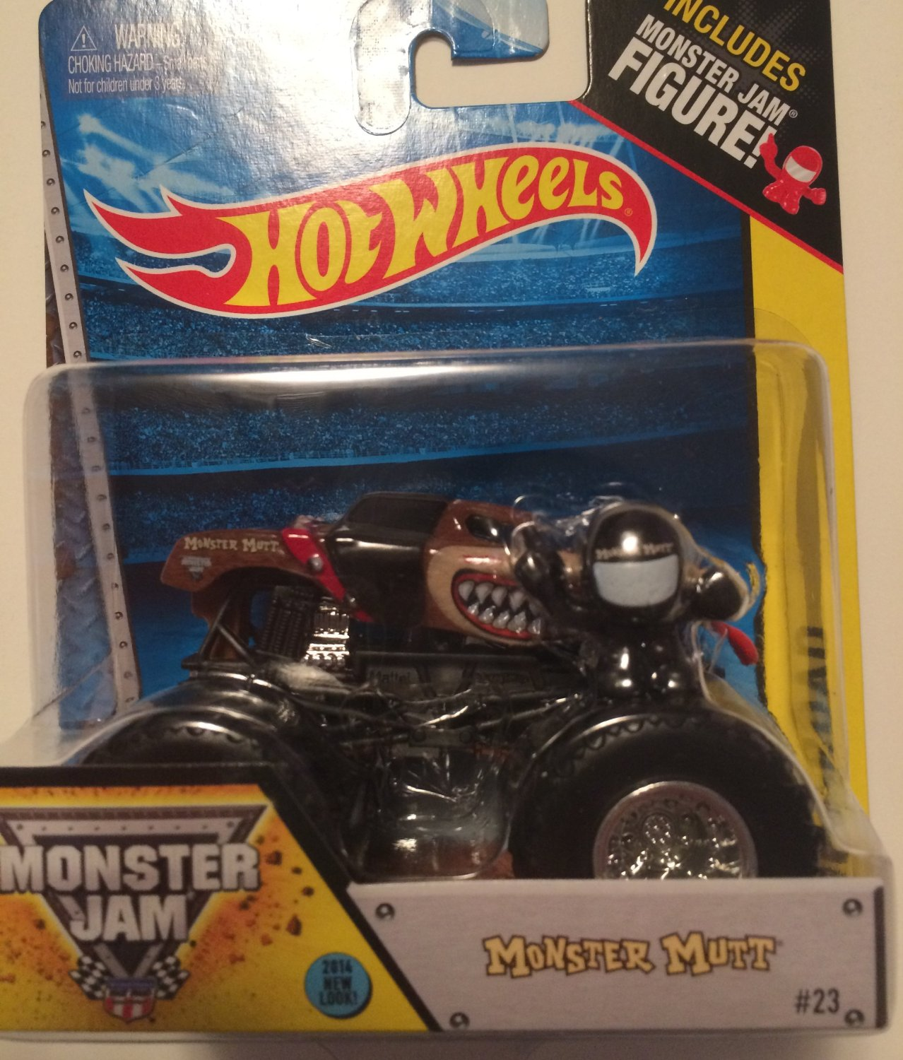 Monster Mutt #23 (Red Collar) New Look 2014 Hot Wheels Monster Jam 1:64 Scale Off Road Truck