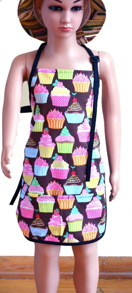 Children's toddlers Artists Aprons Kids Aprons Aprons with Pocket, Painting Apron,Chef Apron & Party Apron Cupcakes cooking pattern