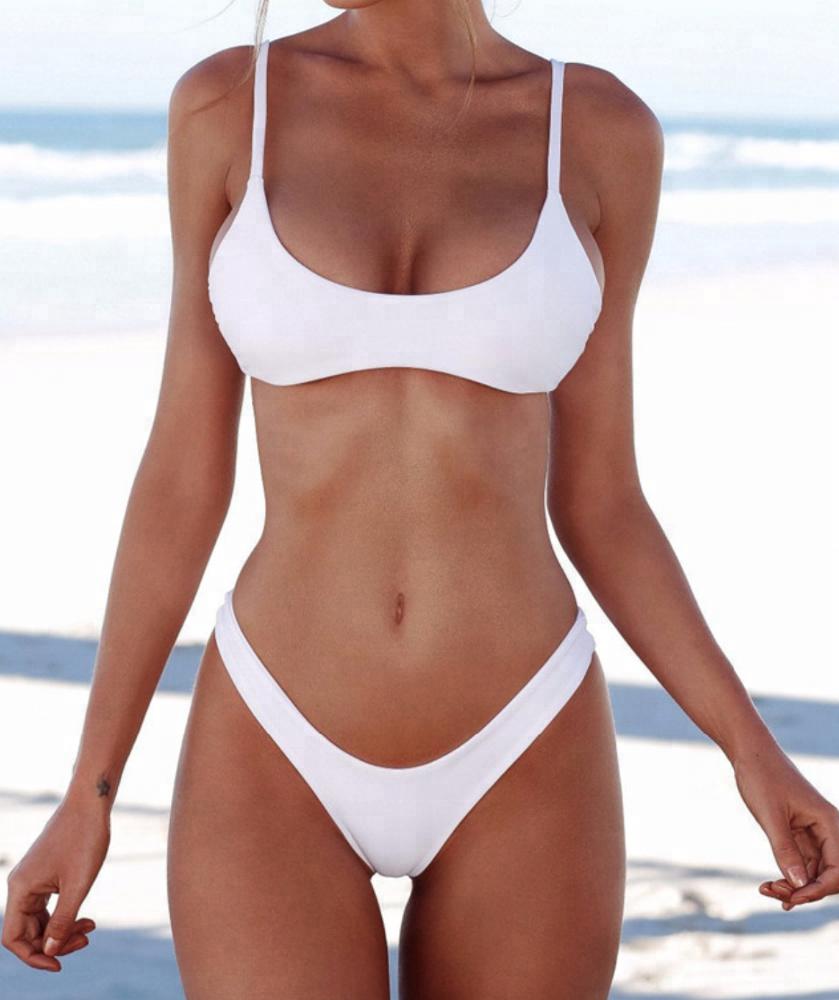 Miranda kerr poses in sexy bikini after sharing date