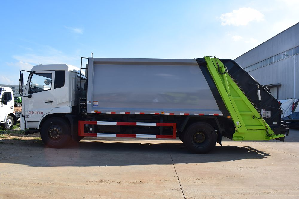 High Quality and Competitive Dongfeng Kingrun Rear Loader Garbage Compactor Truck for Sale