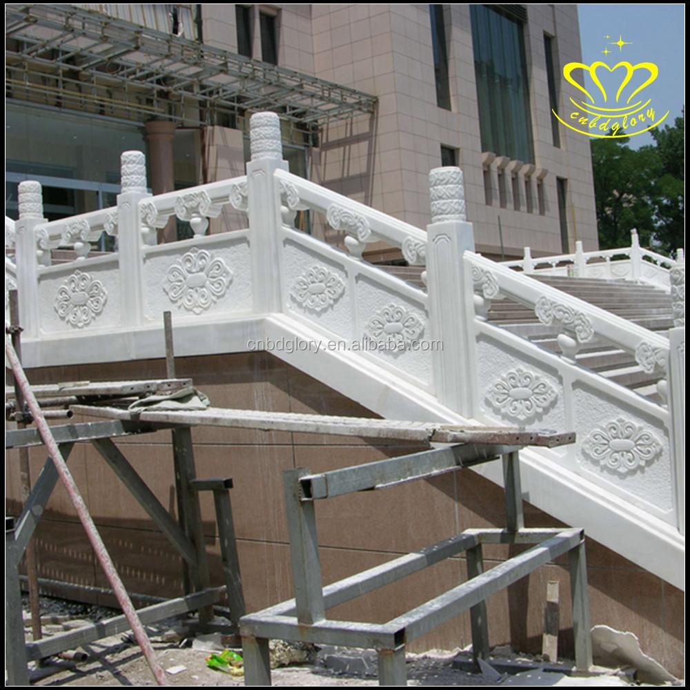 De wit marmeren steen reling hek balkon pijlers balustrades en ...