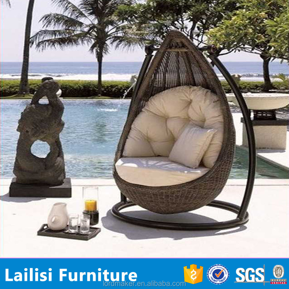 h ngenden schaukel stuhl mit rattan outdoor schaukeln f r. Black Bedroom Furniture Sets. Home Design Ideas