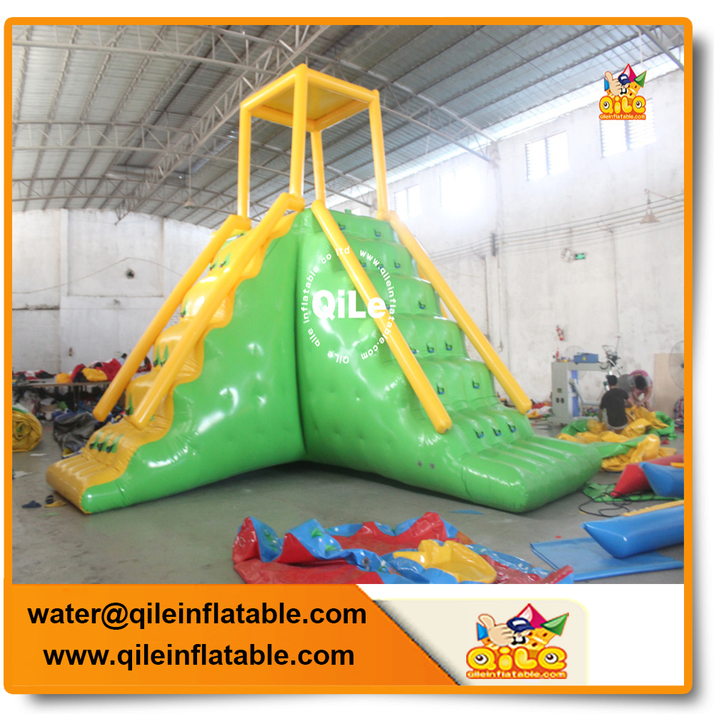 China Bouncia Giant Inflatable Floating Water Park Games For Sea