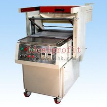 Semi-automatic skin packaging machine for vacuum packaging