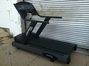 Life Fitness 9500HR Next Generation Gen Commercial Treadmill