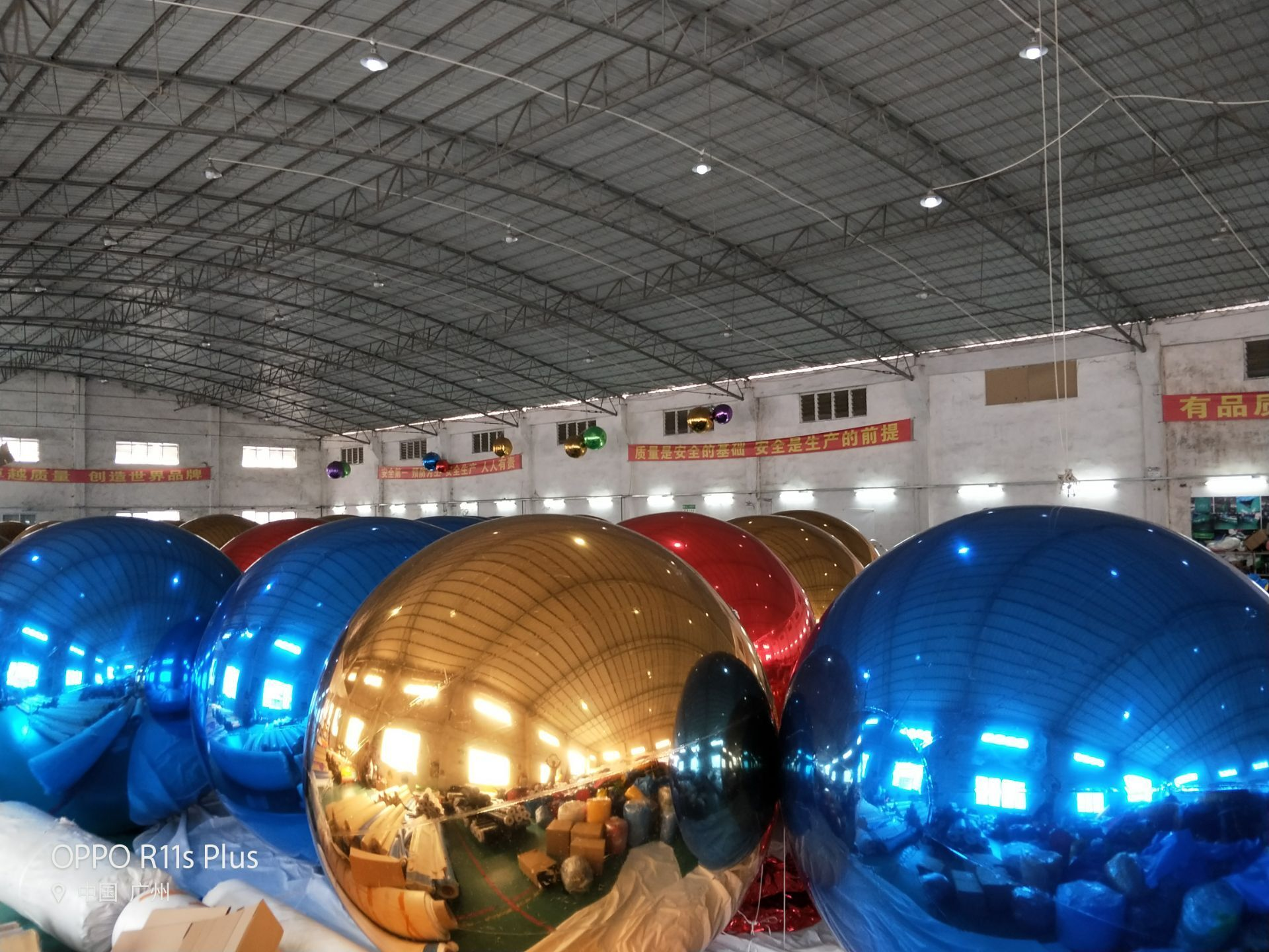 PVC factory sale giant hanging gold inflatable mirror ball