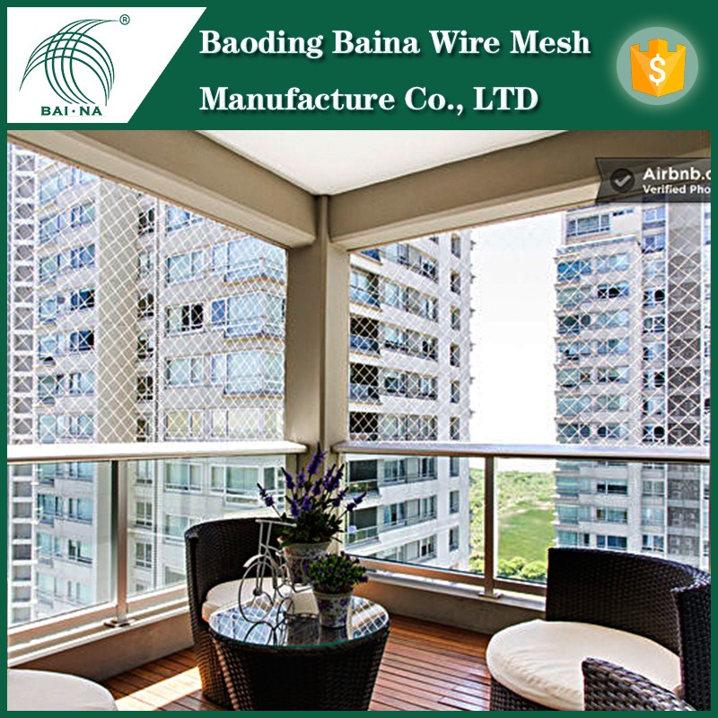 Wire mesh fence for indoor fencing dogs