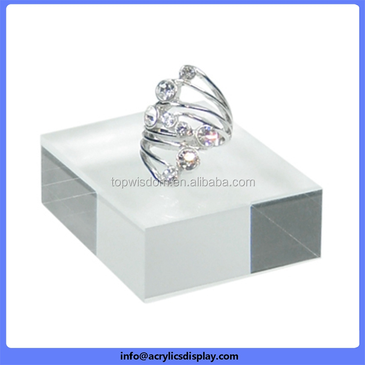 China Good Supplier High Technology Acrylic Rise Jewelry Display ...