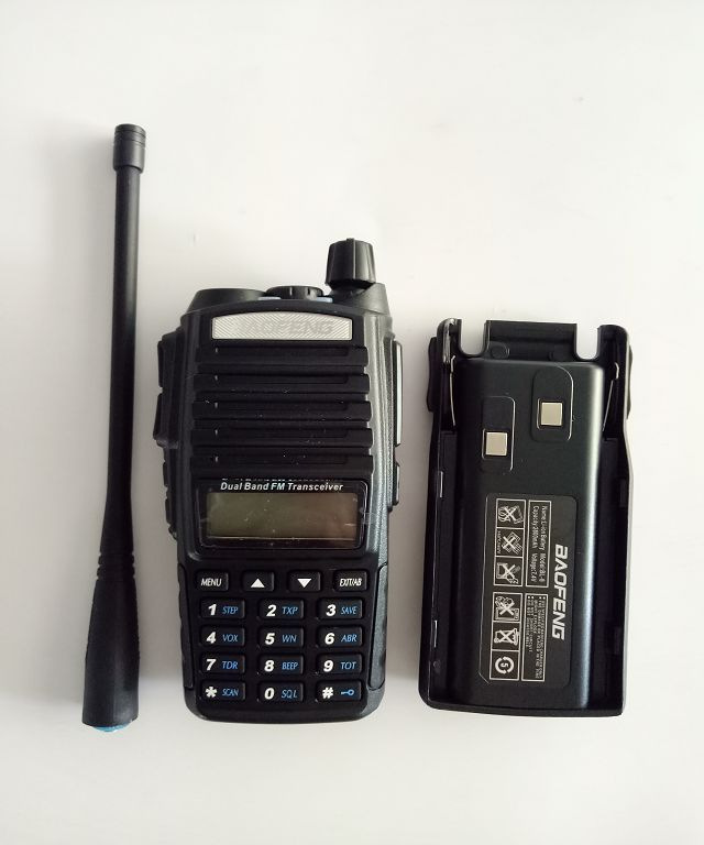 New Portable Radio Walkie Talkie Baofeng UV-82 With Earphone Button CB Ham Radio Vhf Uhf Dual Band