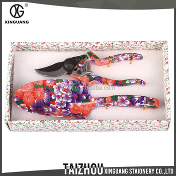 Fancy design box packing shears and shovel 2 pieces ladies for Ladies gardening tools gift set