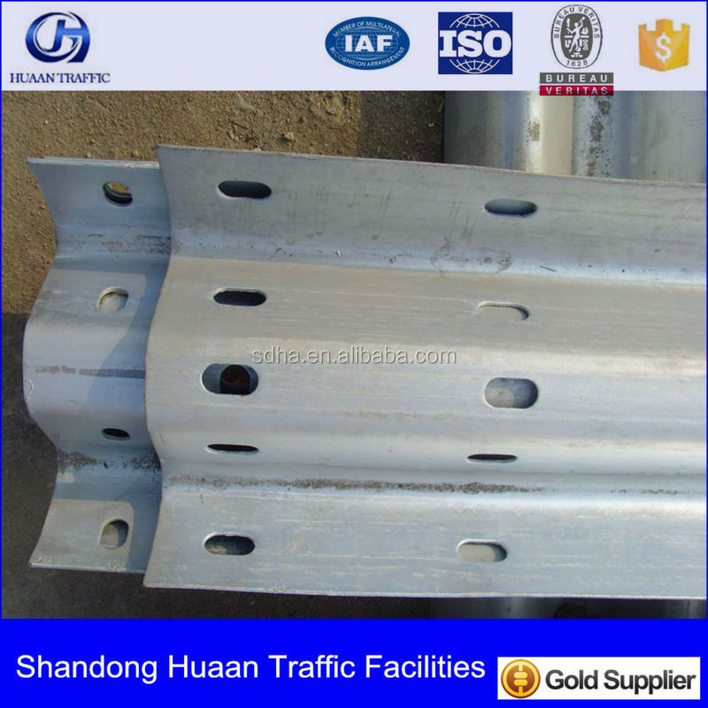 Hot Dip Galvanized facrory aashto m 180 highway guardrail w beam crash barrier