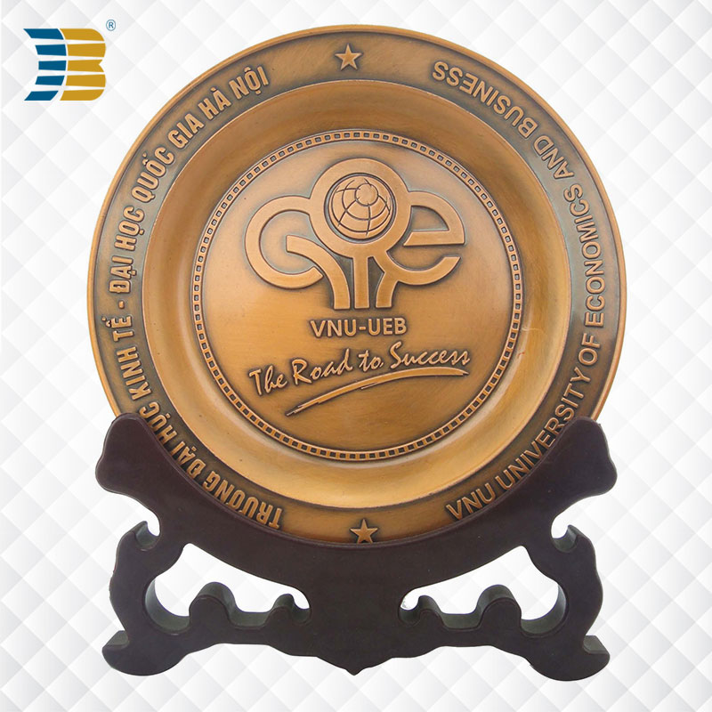 3D custom copper souvenir plate for Vietnam University