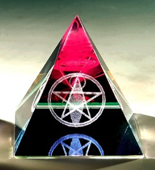 personalized 3d laser engraving crystal pyramid