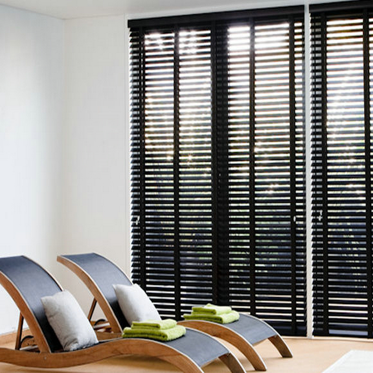 manual or motorized stained wooden venetian blind with UV print