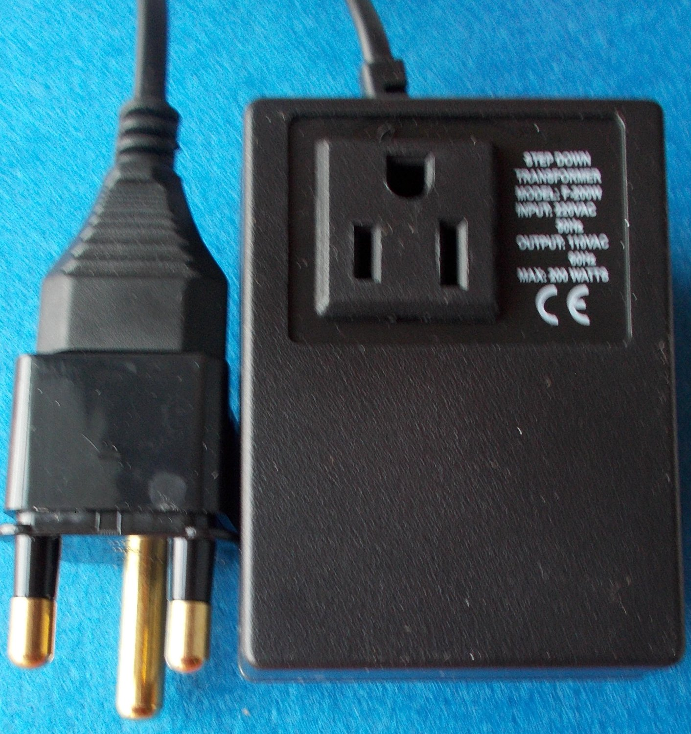 200SA - SOUTH AFRICA , SA, DELUXE AND HEAVEY-DUTY 220V/240Volt Step Down Travel Voltage Transformer Converter To Use USA Products in SOUTH AFRICA Good For Laptops, Toothbrush, I-phone Chargers, Cell-phone Chargers & more 0-200 Watts Appliances & Electronics taking from USA, Canada Or any other