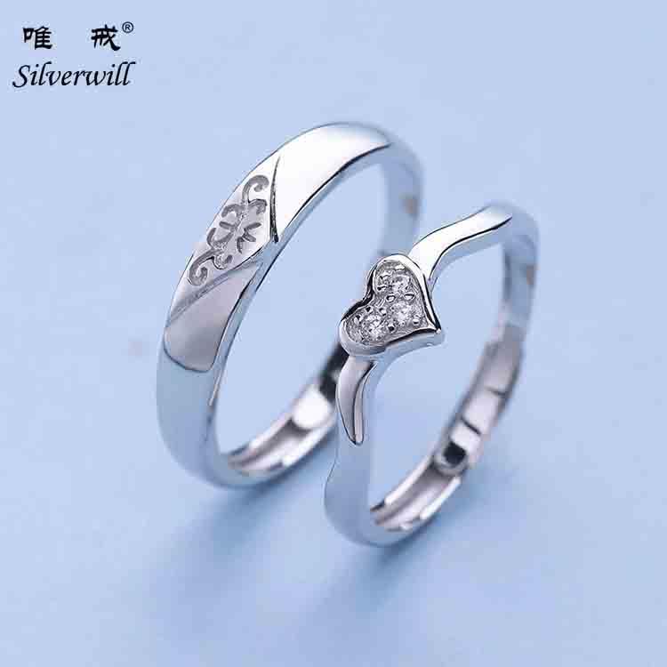 corazn de plata ngulo moderno pareja anillos