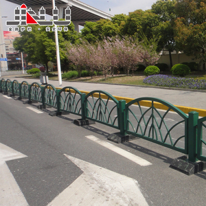Highway Parking Lot Portable galvanized steel pipe palisade fence Traffic Road barriers Security guardrail fencing designs