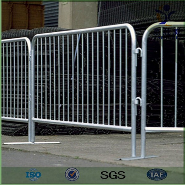 Temporary safety barrier secures construction site with detachable feet (professioanl manufacturer)