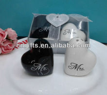 "wedding door gift heart shaped ""Mr. & Mrs."" Ceramic Mr. Mrs. Salt and Pepper Shakers Wedding Party Favour"