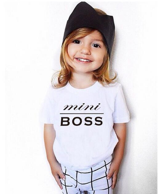 Groothandel best selling familie outfits vader mama me bijpassende t-shirts wit katoen MiniBoss gedrukt volwassen baby familie shirts
