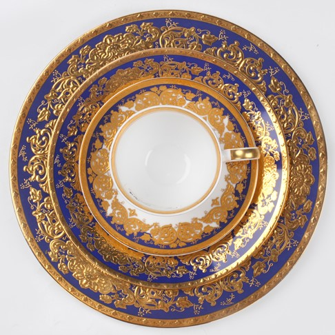 Luxury premium porcelain dinnerware set with embossed gold decal