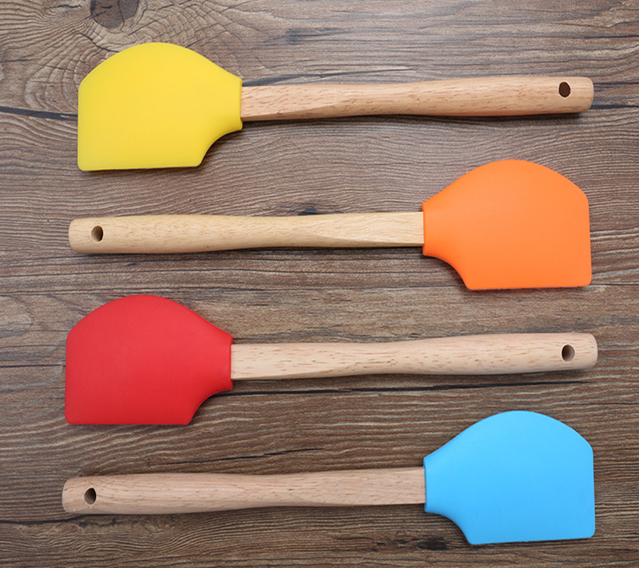 Baking and Pastry spatulas Silicone rubber scraper with long wooden handle
