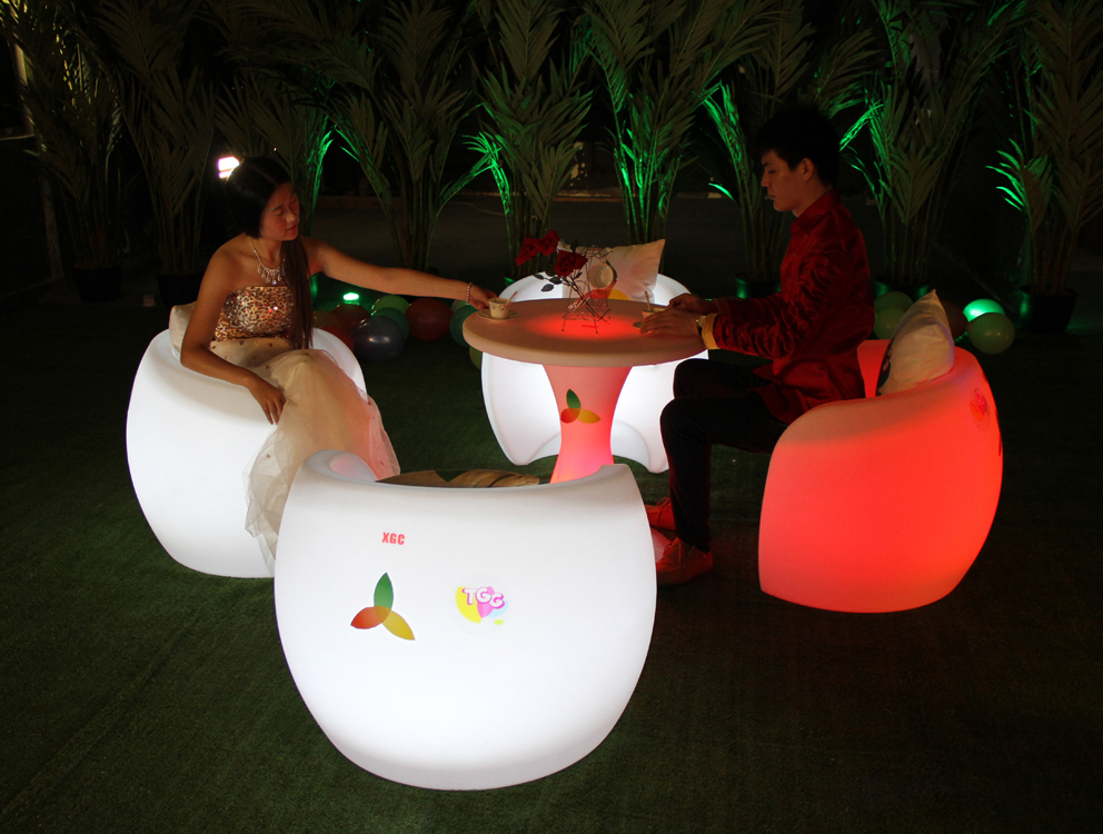 Modern Design Coffee Shop Table Sets Eco-friendly PE Round Dinner Table with Corner armchairs Lighted Pub Table