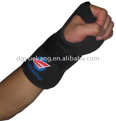 Neoprene wrist support with silicon printing