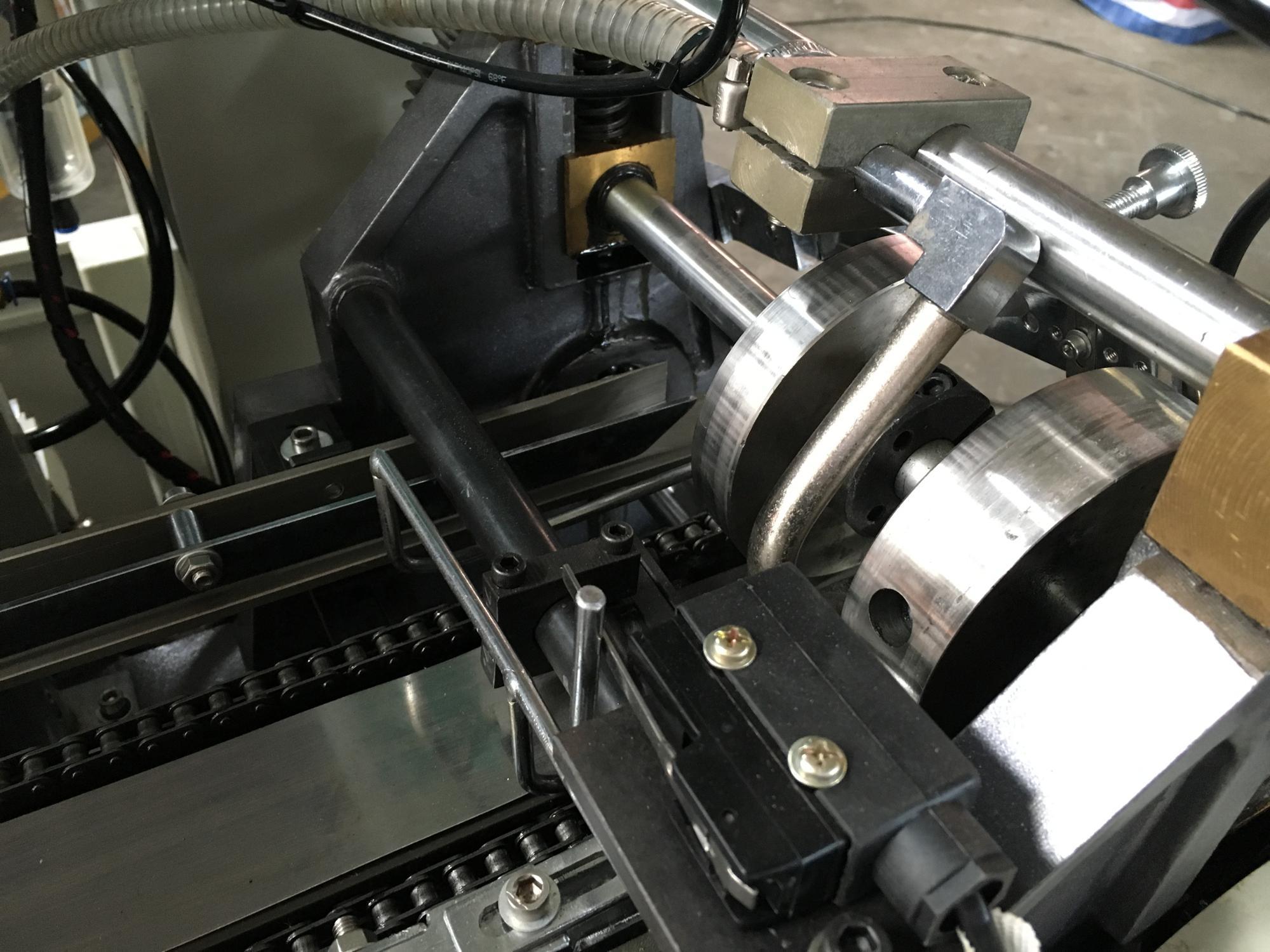 ซัพพลายเออร์จีนน้ำแข็งอัตโนมัติถ้วยไอศครีมโคนแขนเครื่องทำ