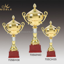Wooden Base Sports Crafts Gold Metal Sports Trophy Cup
