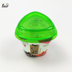 Triangle PS yogurt plastic cup wirh lids