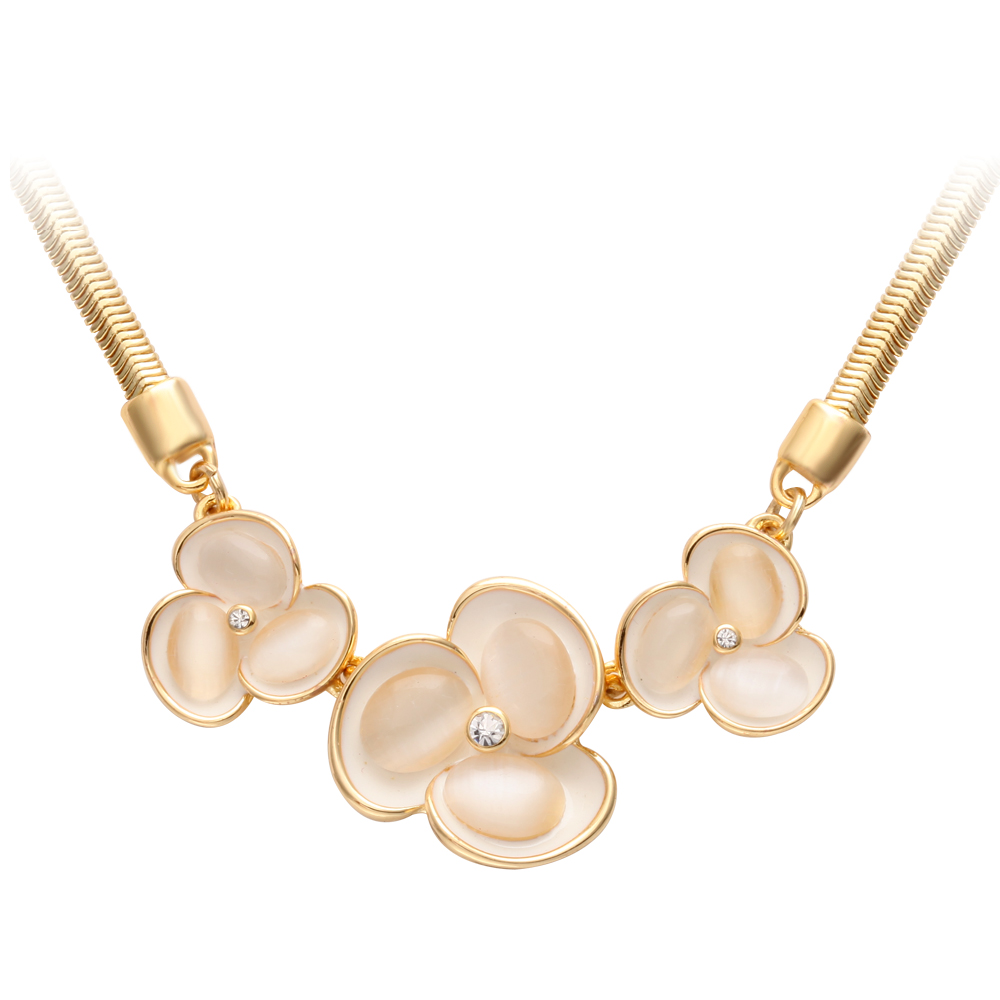 Three Fan Shaped Flower Pendant Woman Female Fashion Gold Thin Snake Chains Necklaces Designs