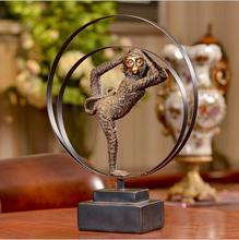 Antique European style metal hollow circle monkey crafts for office decoration