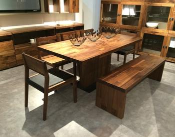 heavy lacha lehenga style heavy-duty dining table and chairs set