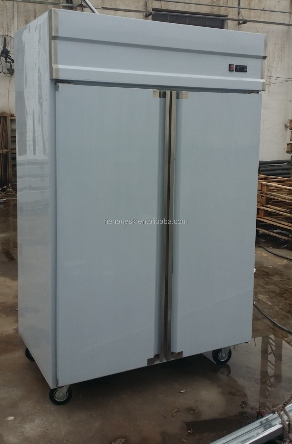 IS-1.6LG3 commerical freeezer at -5~-18 C 3 big Doors vertical kitchen Freezer cooler refrigerator
