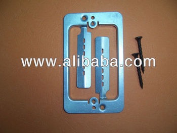 Single gang low voltage metal mounting bracket