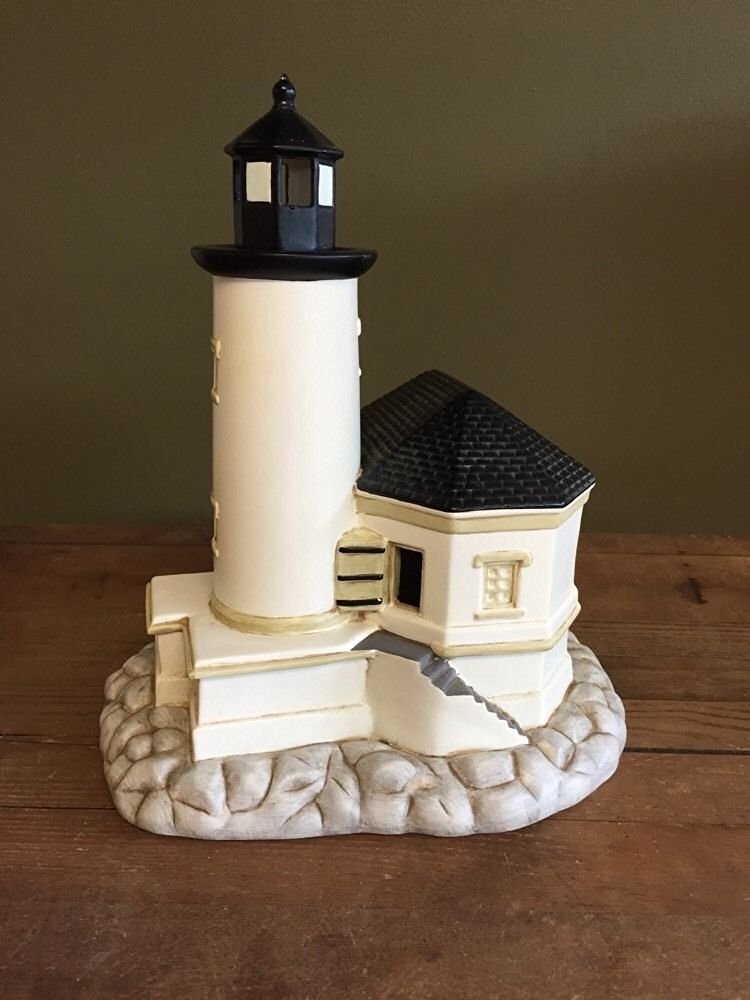 Lefton Round Island Lighthouse 10969 BRAND NEW IN BOX With CORD TO LIGHTUP