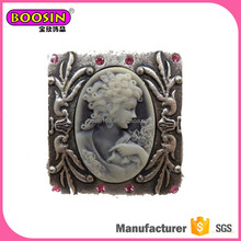 China cheap wholesale vintage style brooches and pins for woman