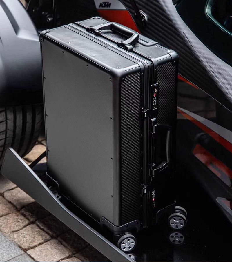 luxurious newest carbon fiber rolling case 11