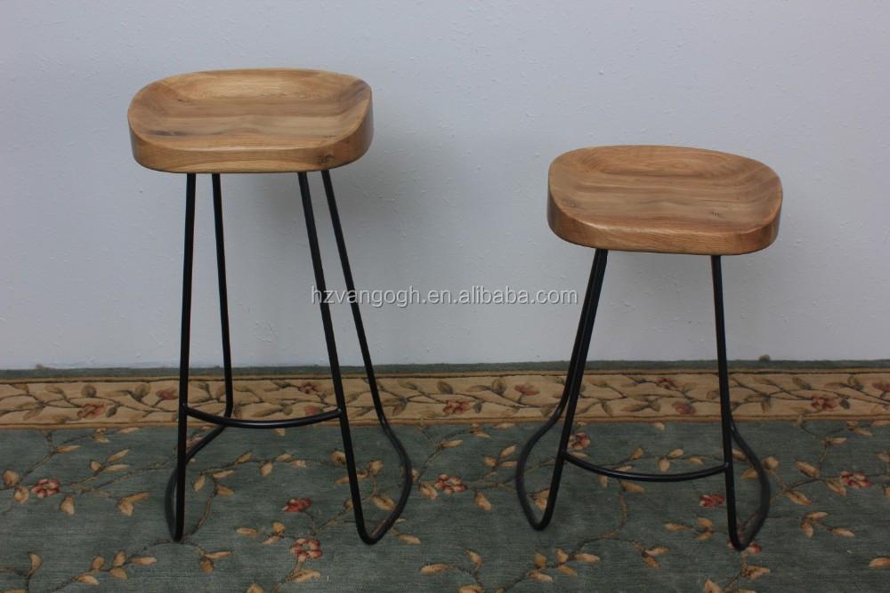 Sgabello basso in legno massello con poggiapiedi corktown