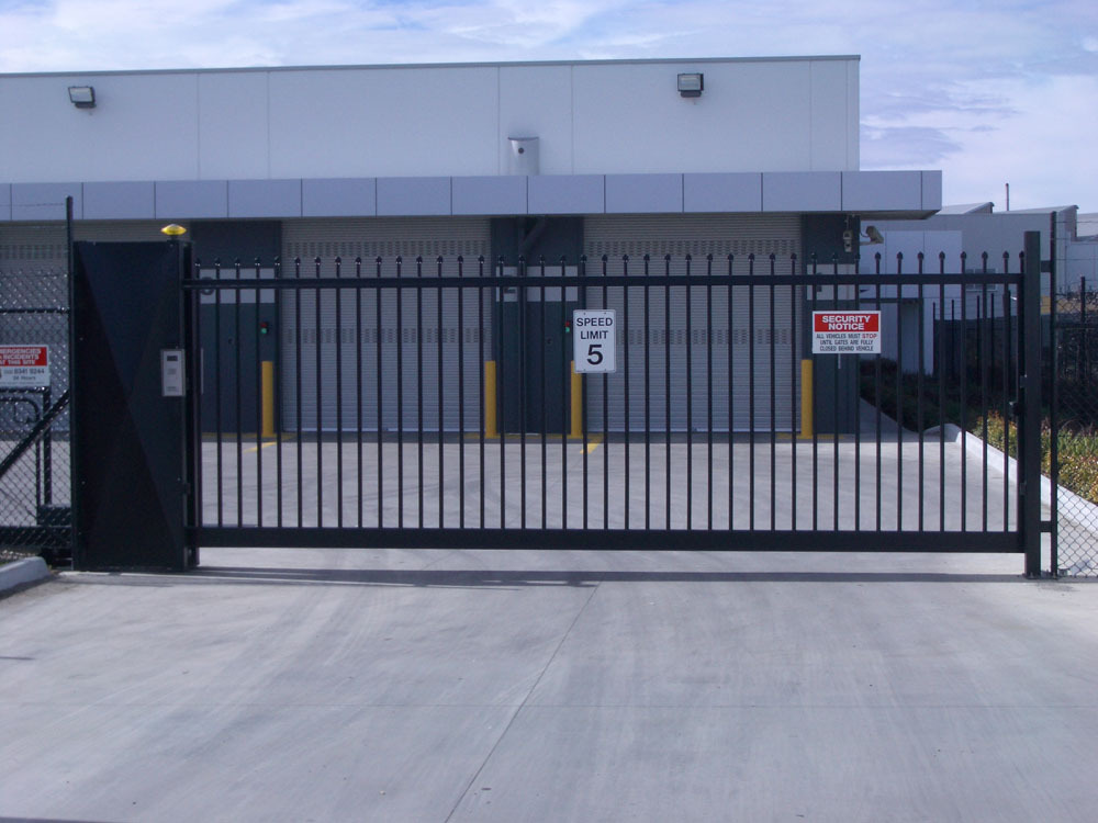 Cantilever sliding gate industrial gates