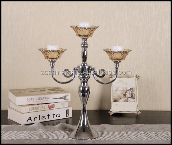 Low Price Retro Tea Light Candle Holder With Metal Stick And Flower Figure Gift For Wedding Couple And Garden Furniture import