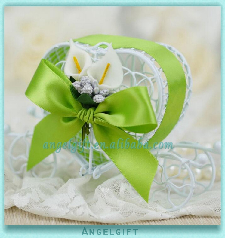 Wedding Favors Heart Green Ribbon Green Butterfly Knot White Flower Metal Carriage Chocolate Box