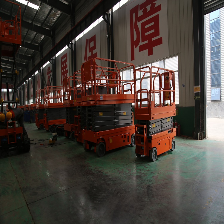 Self-propelled hydraulic lifting working platform