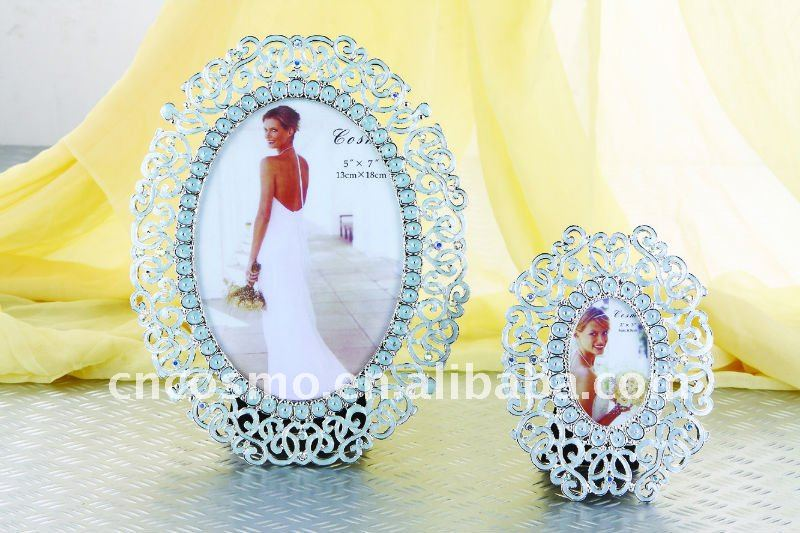 Lace engraved Zinc alloy Crystals inlayed Enamel Oval photo frame