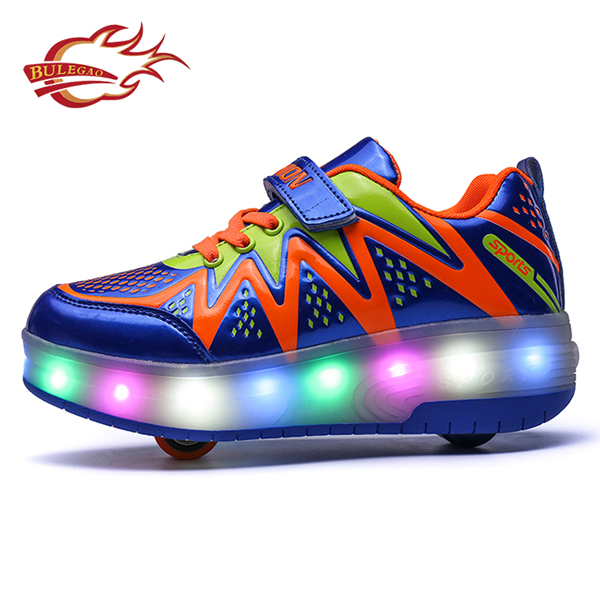 Fashionable design motion sensor led lights roller shoes with two wheels