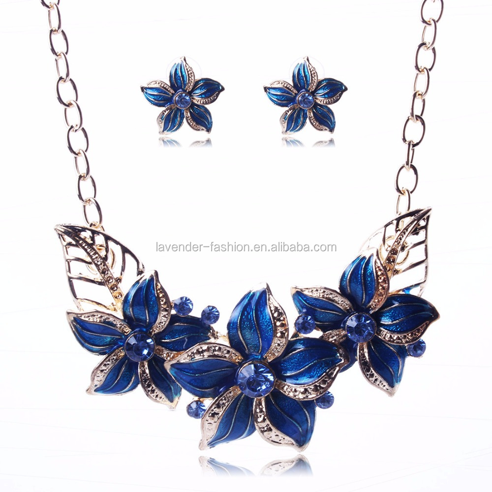 <strong>Fashionable</strong> and simple stylish crystal flower short drops of oil necklace and earring sets
