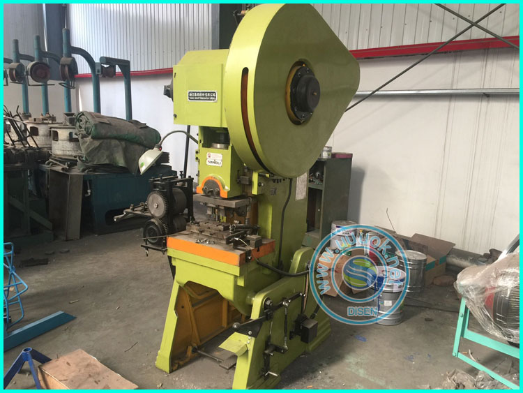 Automatic Blade Barbed Wire Making Machine Used Production