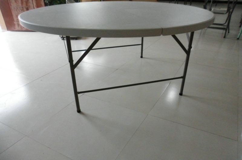 Grote ronde banket tafel stapelbaar om op te slaan in de