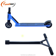 ROYAUME-UNI <span class=keywords><strong>bmx</strong></span> stunt <span class=keywords><strong>scooter</strong></span> avec 360 freestyle